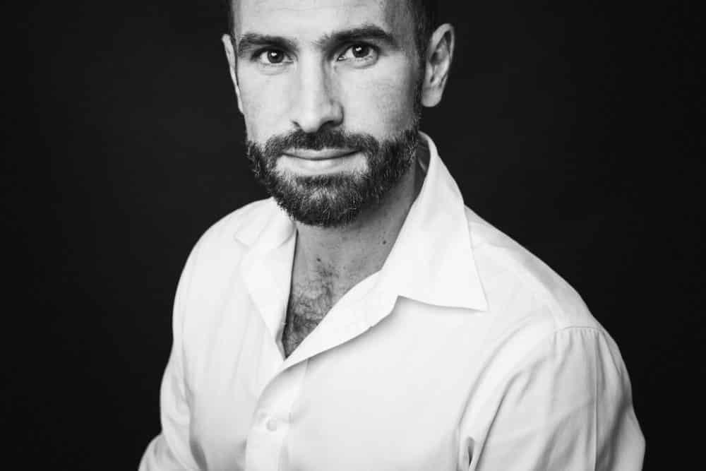 portrait photographique en noir et blanc portrait d'homme