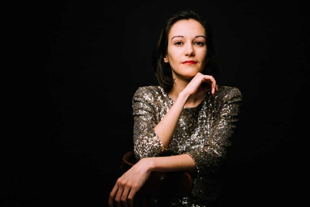portrait de femme portrait de stars réalisée en couleur et au studio corinne ballouard photographe portraitiste bordeaux